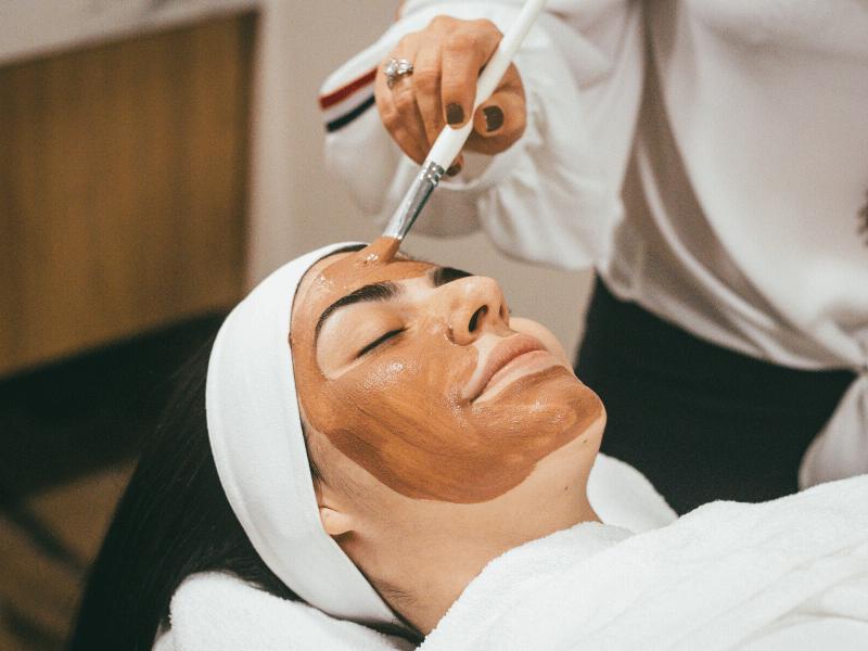 Îngrijirea tenului cu tendință acneică