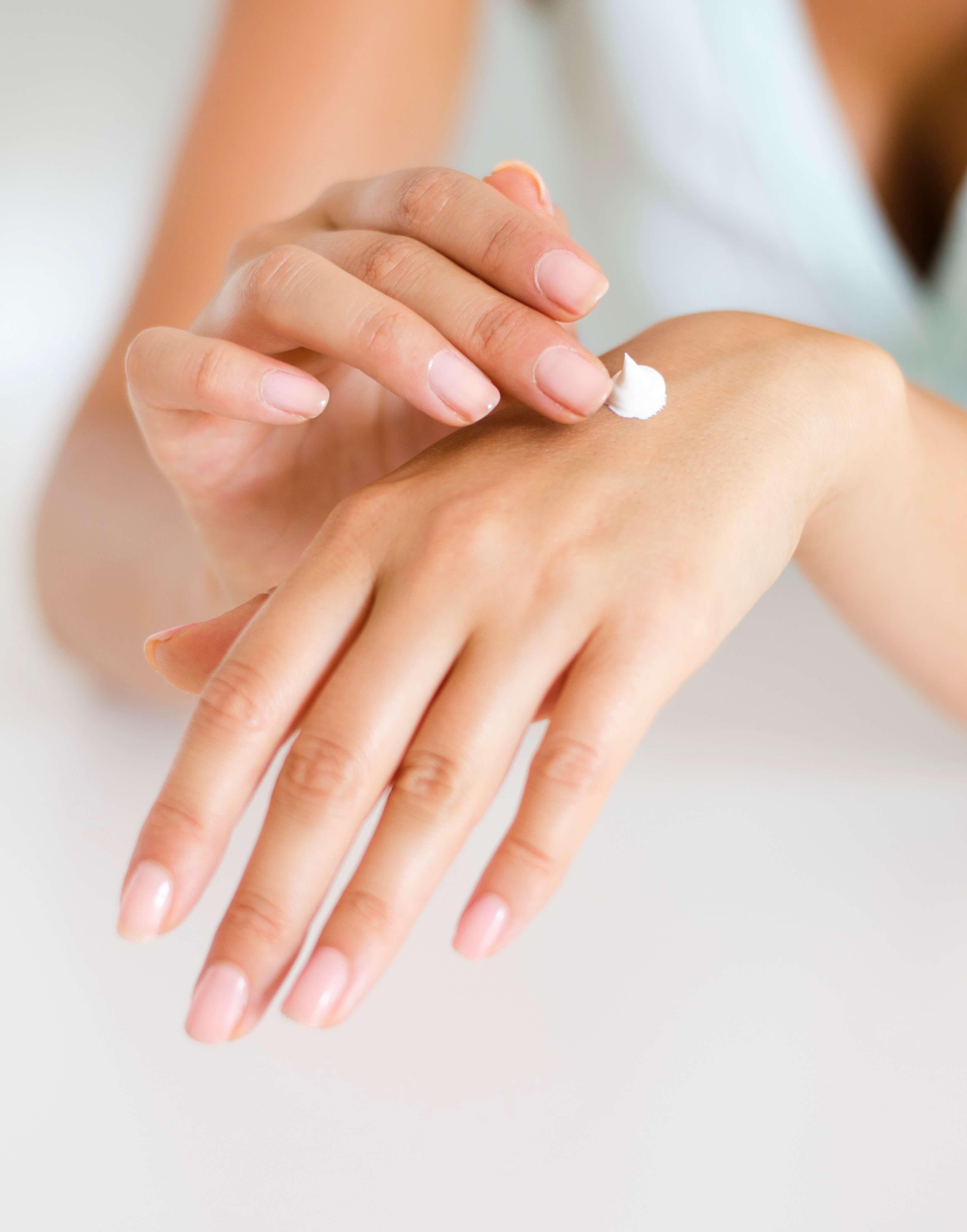 crema hidratanta maini